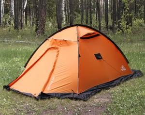 палатка на берегу